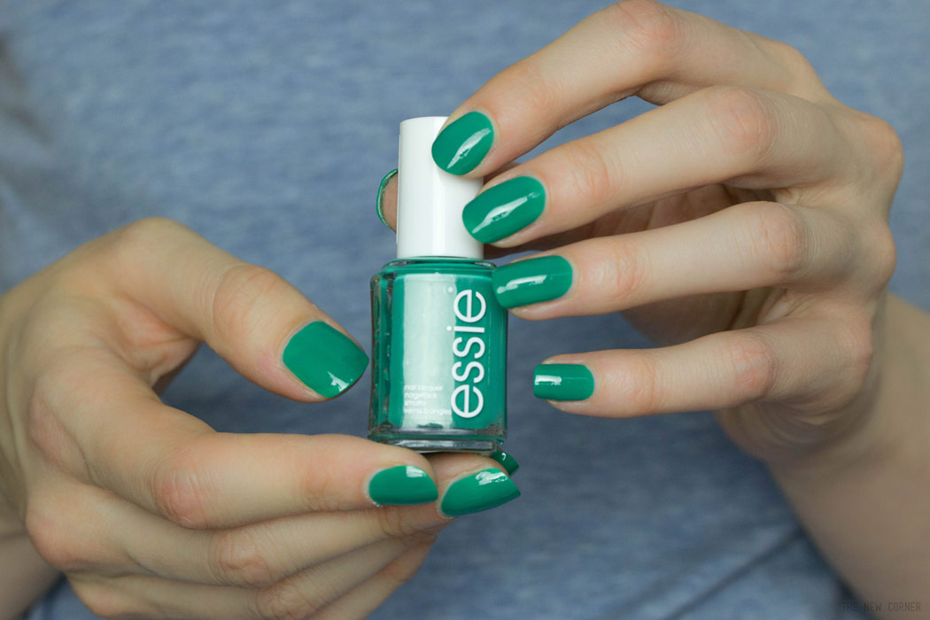 Essie – Ruffles & Feathers